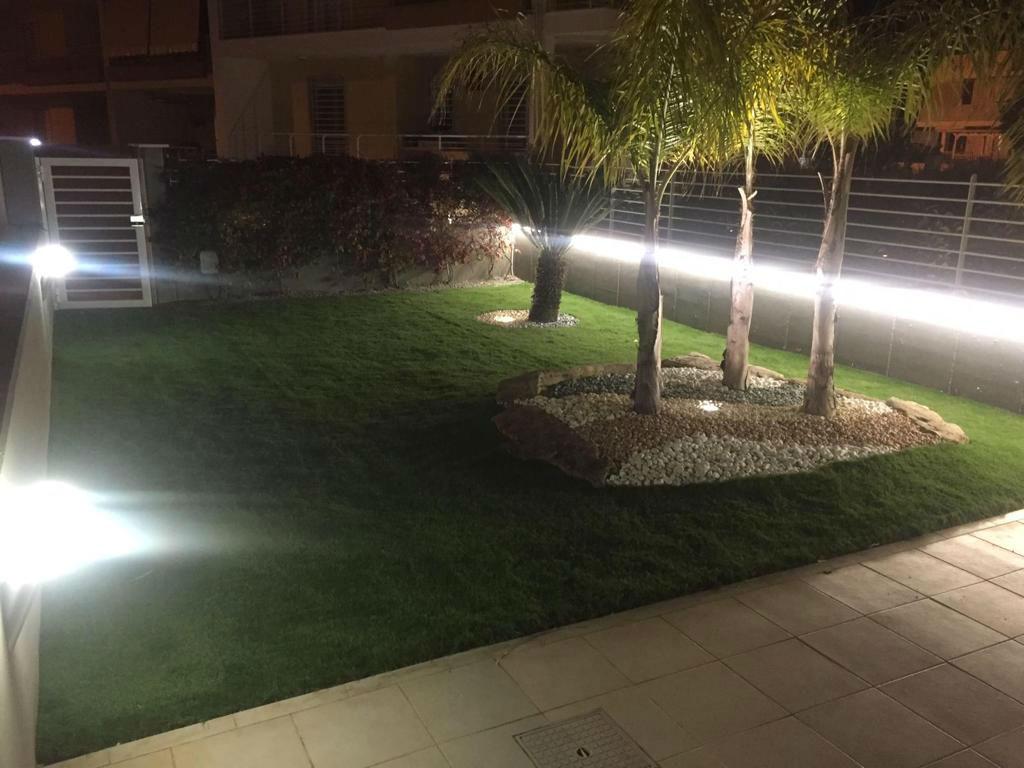 giardino erba sintetica